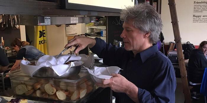 Bon Jovi abrió su restaurante.