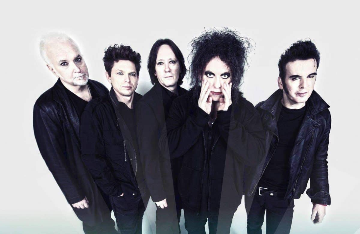 Robert Smith anuncia tres álbumes nuevos de The Cure