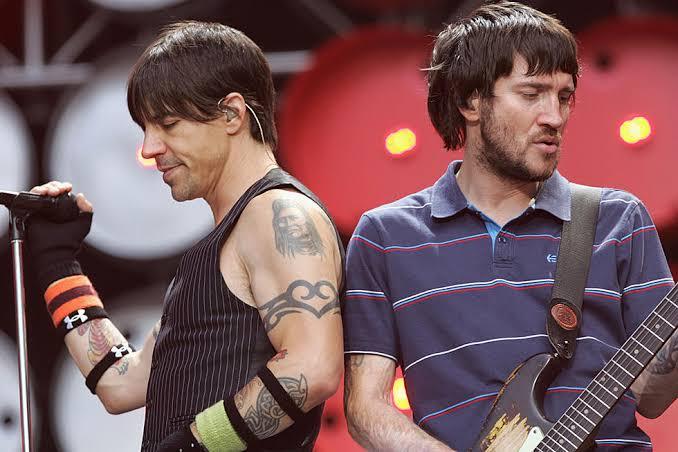 John Frusciante regresa a los Red Hot Chili Peppers después de 10 años